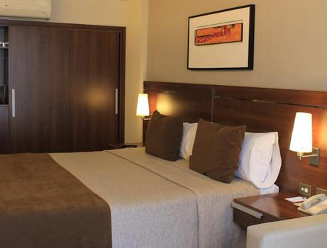 QUARTO SUPERIOR KING Howard Johnson La Cañada Hotel & Suites