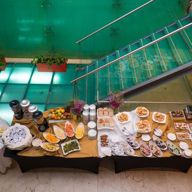 Buffet Howard Johnson La Cañada Hotel & Suites