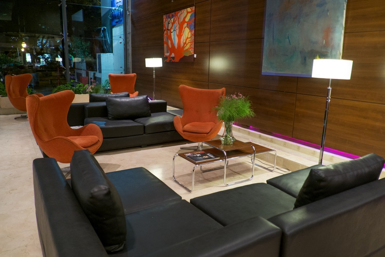 Lobby Howard Johnson La Cañada Hotel & Suites